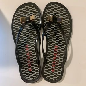 COACH Black and White Flip Flop Sandals 6.5